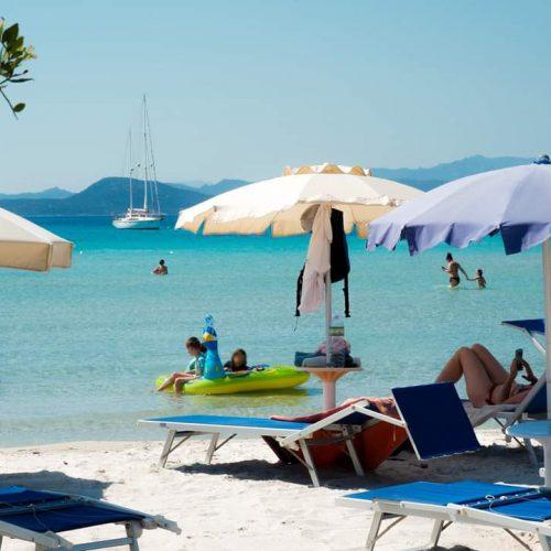 hotel-castello-golfo-aranci-servizi-spiaggia-ombrellone
